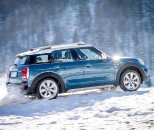 Noleggio auto mensile per viaggiare in montagna: Ap Renting. Scopri tutti i vantaggi delle auto a noleggio lungo termine. Ecco come funziona l'affitto auto.