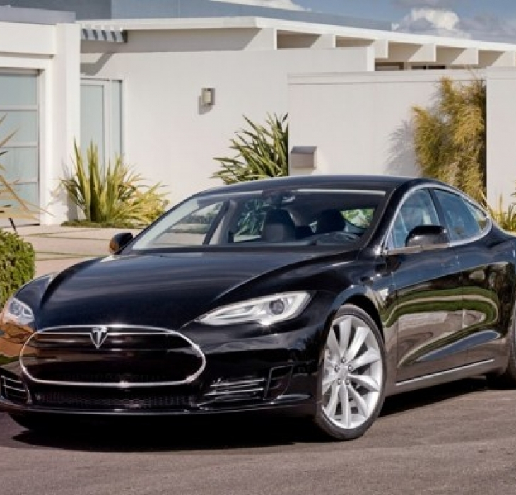 TESLA MODEL S     48 mesi -100.000 km   € 1.510