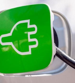 Auto a motorizzazione elettrica o a motorizzazione termica?